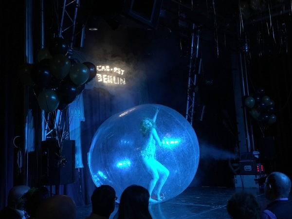 House of Burlesque - Bubble