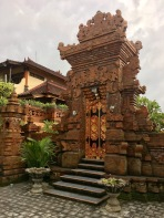 A nice temple, right on a busy street